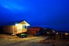 La station de vacances la nuit Photographie stock libre de droits