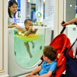La station thermale luxueuse de bébé en Asie gronde Image libre de droits