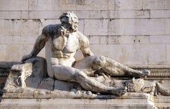 La statua alla fontana che rappresenta il mar Tirreno, della Patria, Roma di Altare Fotografia Stock Libera da Diritti