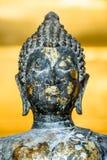La statua antica del buddha fotografie stock
