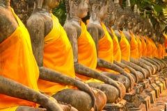 La statua antica del Buddha davanti al pagangel Fotografia Stock