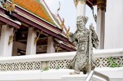 La statua arrabbiata del guardiano cinese in tempio tailandese Immagini Stock