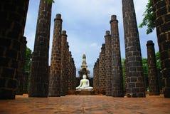 La statua bianca del Buddha Immagini Stock Libere da Diritti