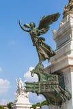 La statua bronzea davanti al nazionale di Monumento Vittorio Ema Fotografie Stock