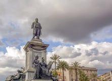 La statua bronzea ha dedicato a Camillo Benso Count di Cavour dentro fotografie stock