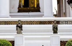 La statua cinese gemellata del guardiano in tempio tailandese Fotografie Stock