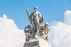 La statua davanti al nazionale di Monumento Vittorio Emanuele I Fotografie Stock Libere da Diritti