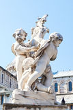 La statua degli angeli sul quadrato dei miracoli a Pisa Fotografia Stock