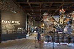 La statua del drago ha intitolato il custode installato all'entrata alla mostra dentro la costruzione bianca della torre alla tor Fotografie Stock