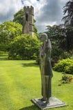 La statua del pellegrino, palazzo dei vescovi scaturisce, città Somerset, Inghilterra Immagini Stock