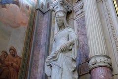 La statua del san nella chiesa francescana dell'annuncio a Transferrina Immagini Stock