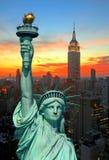 La statua dell'orizzonte di New York City e di libertà Immagini Stock Libere da Diritti