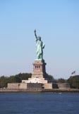 La statua della libertà nel porto di New York Immagini Stock Libere da Diritti