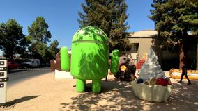 La statua di Android in Googleplex acquartiera l'ufficio principale video d archivio
