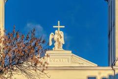 La statua di angelo sulla cima della cattedrale di Paul e di St Peter Fotografia Stock Libera da Diritti