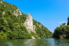 La statua di Decebalus sul Danubio immagine stock
