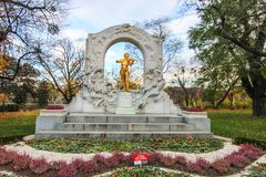 La statua di Johann Strauss nello stadtpark a Vienna, Austria immagine stock libera da diritti