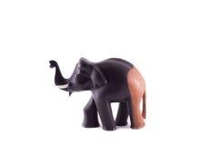 La statua di legno del nero e del marrone dell'elefante Fotografia Stock Libera da Diritti