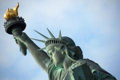 La statua di libertà in Manhattan fotografie stock
