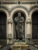 La statua di Ovidius Immagini Stock