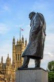 La statua di Sir Winston Churchill, il Parlamento quadra, Londra Immagini Stock
