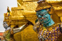 La statua dorata dei yak e del Pagoda Fotografia Stock