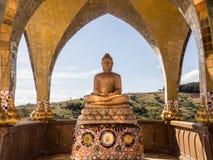 La statua dorata del Buddha Fotografie Stock