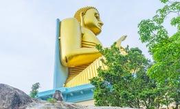 La statua dorata di Lord Buddha Immagini Stock Libere da Diritti