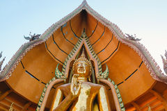 La statua enorme di Buddha con la decorazione dettagliata a Wat Tham Sua il 26 dicembre in Kanchanabu Immagine Stock Libera da Diritti