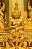 La statua gigante diritta dorata Fotografia Stock Libera da Diritti