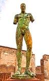 La statua nei pezzi fotografia stock libera da diritti