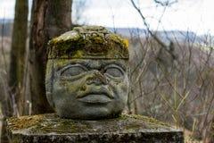 La statue aztèque sur un pylône photos libres de droits