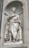 La statue d'Amerigo Vespucci dans la galerie d'Uffizi place la colonnade, F Images stock