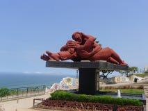 La statue d'amour située sur le parc d'amour à Lima Photographie stock