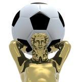 La statue d'or d'Atlante avec du ballon de football mettent à la terre à la place Photos libres de droits