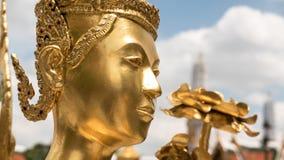 La statue d'or d'ange de visage Photographie stock