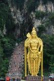 La statue d'un dieu indou Murugan chez Batu foudroie Images stock