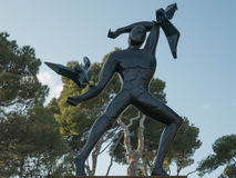 La statue d'un homme avec des mouettes Photos libres de droits