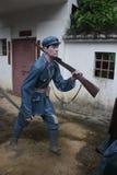 La statue d'un soldat d'arme à feu de transport dans le ¼ Œshenzhen, porcelaine de Parkï d'armée rouge Image stock