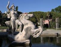 La statue d'une femme et le cheval en parc s'accumulent à Lisbonne Photos libres de droits