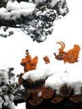 La statue dans la neige Photos stock