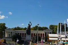 La statue de la Bavière chez Oktoberfest Munich images stock