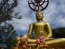 La statue de Bouddha au temple de Thammaprawat à Ayutthaya/Thaïlande Images stock