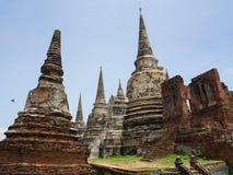 La statue de Bouddha au temple de Thammaprawat à Ayutthaya/Thaïlande Image libre de droits