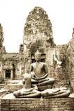 La statue de Bouddha reste dans la sépia Photographie stock