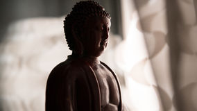 La statue de Bouddha Shakyamuni Bouddhisme et éclaircissement nirvâna Orientation peu profonde Photo stock