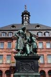 La statue de Grimm de frère dans Hanau Images stock