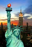 La statue de l'horizon de liberté et de New York City Photographie stock libre de droits