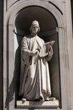 La statue de Leon Battista Alberti dans la galerie d'Uffizi à Florence en Italie Photographie stock