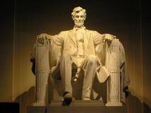La statue de Lincoln à l'édition en format large de nuit Images libres de droits